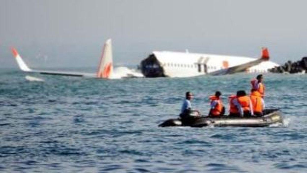crash d 39 avion bali un belge bord les analystes s 39 interrogent. Black Bedroom Furniture Sets. Home Design Ideas