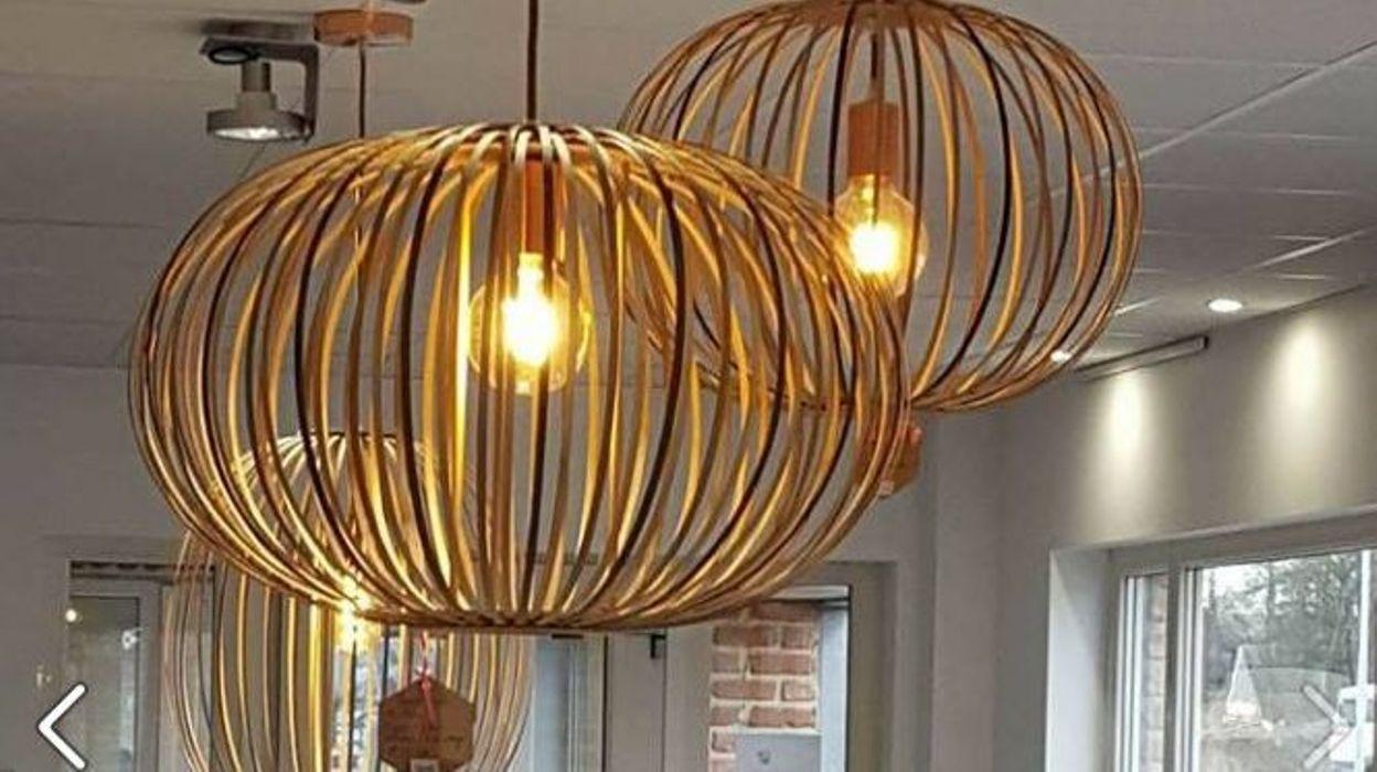 yves dejardin a plaqu son boulot chez ethias pour fabriquer des luminaires en bois. Black Bedroom Furniture Sets. Home Design Ideas