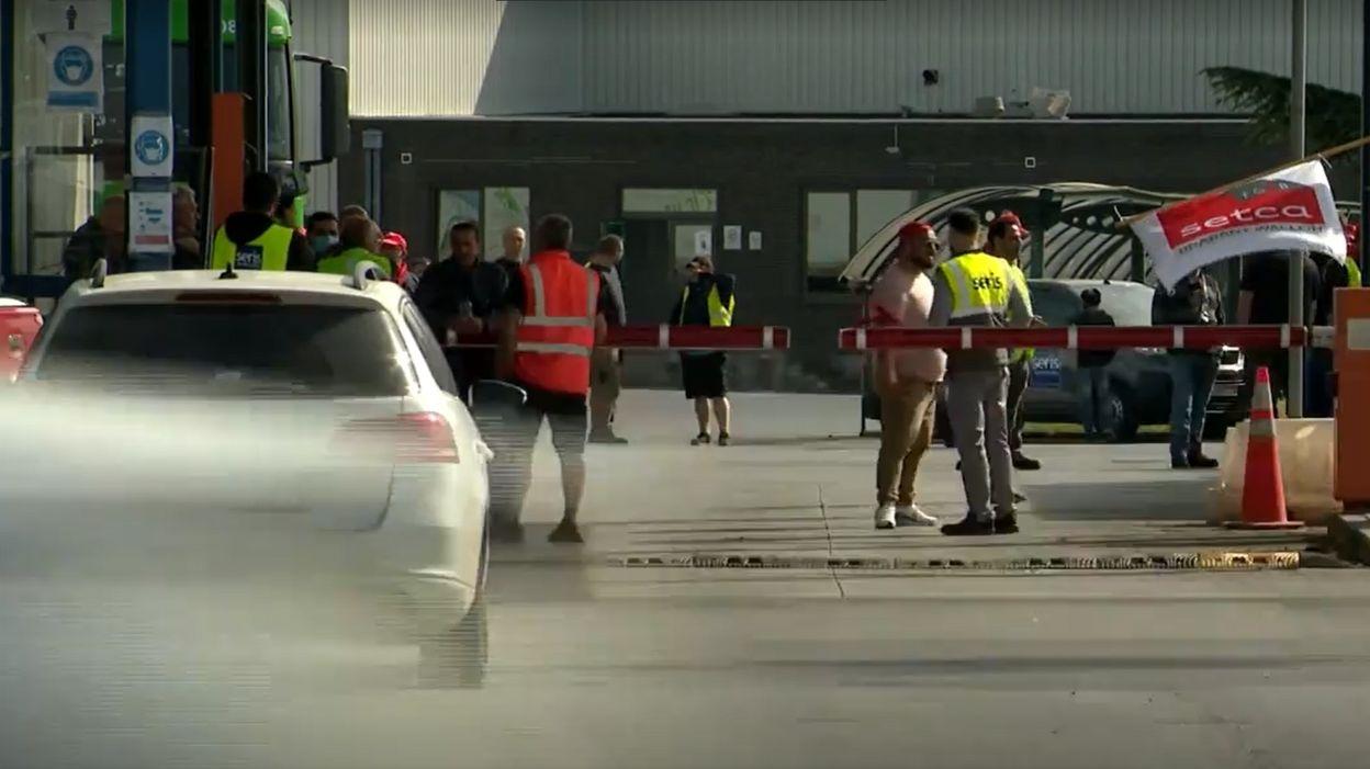 Les travailleurs de Logistics bloquent toujours le dépôt à Nivelles mais aussi à Malines