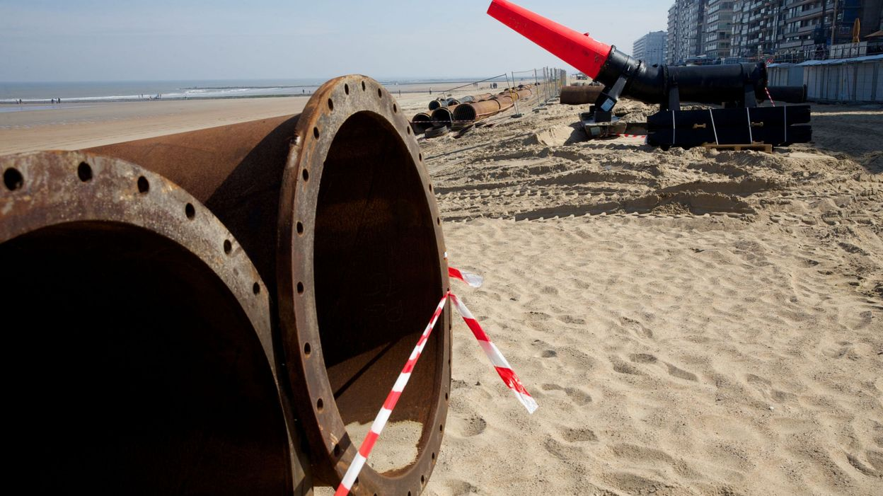 le littoral belge en travaux du sable pour lutter contre les temp tes. Black Bedroom Furniture Sets. Home Design Ideas