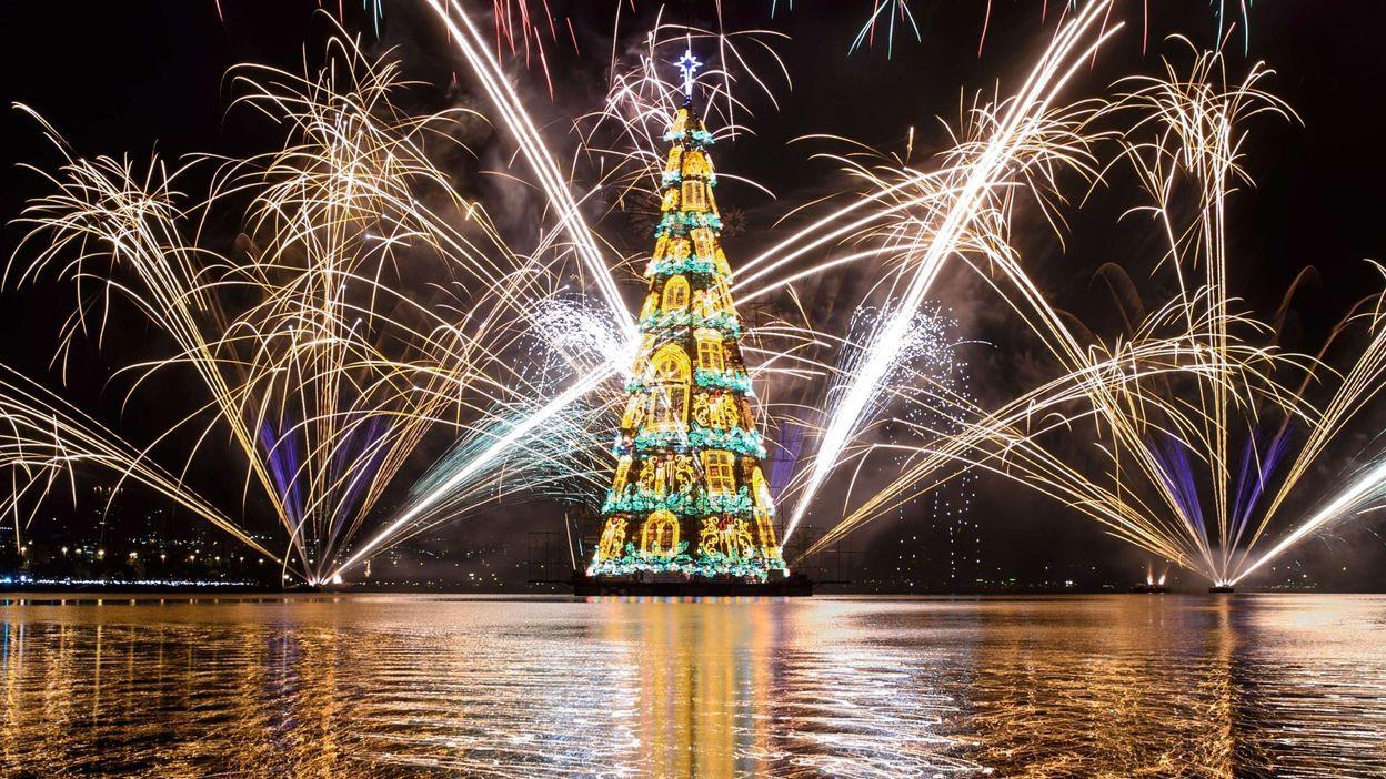 Le plus grand arbre de Noël flottant du monde inauguré à Rio