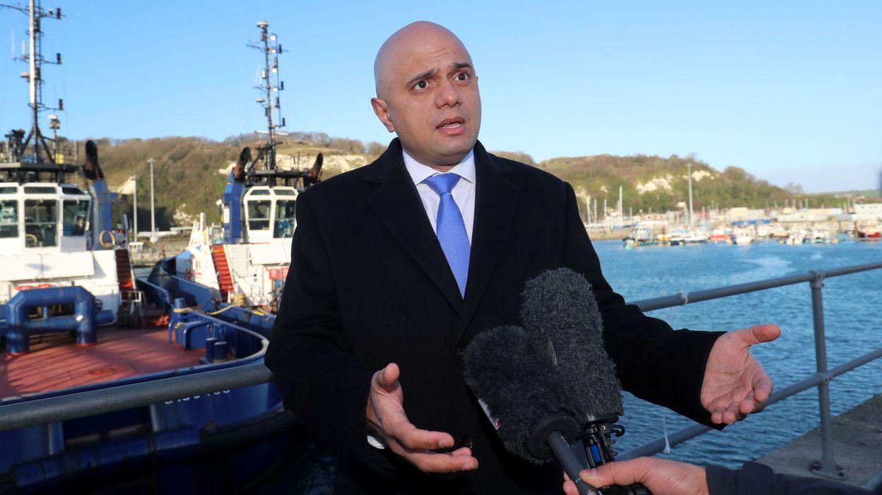 gb le ministre de lintrieur suggre aux migrants qui traversent la manche de demander lasile en france
