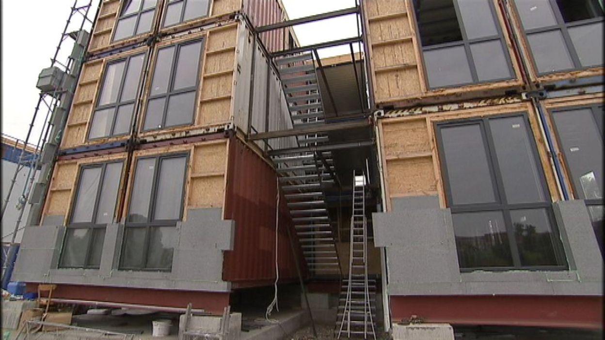 Habiter dans un container ou une cabane les habitations for Habiter container