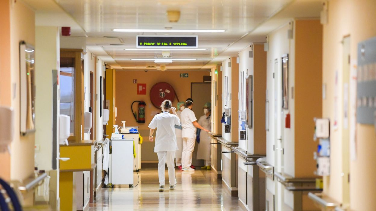 Coronavirus en Belgique : les hôpitaux constatent-ils vraiment une augmentation ? Oui, mais dont l'intensité est variable - RTBF
