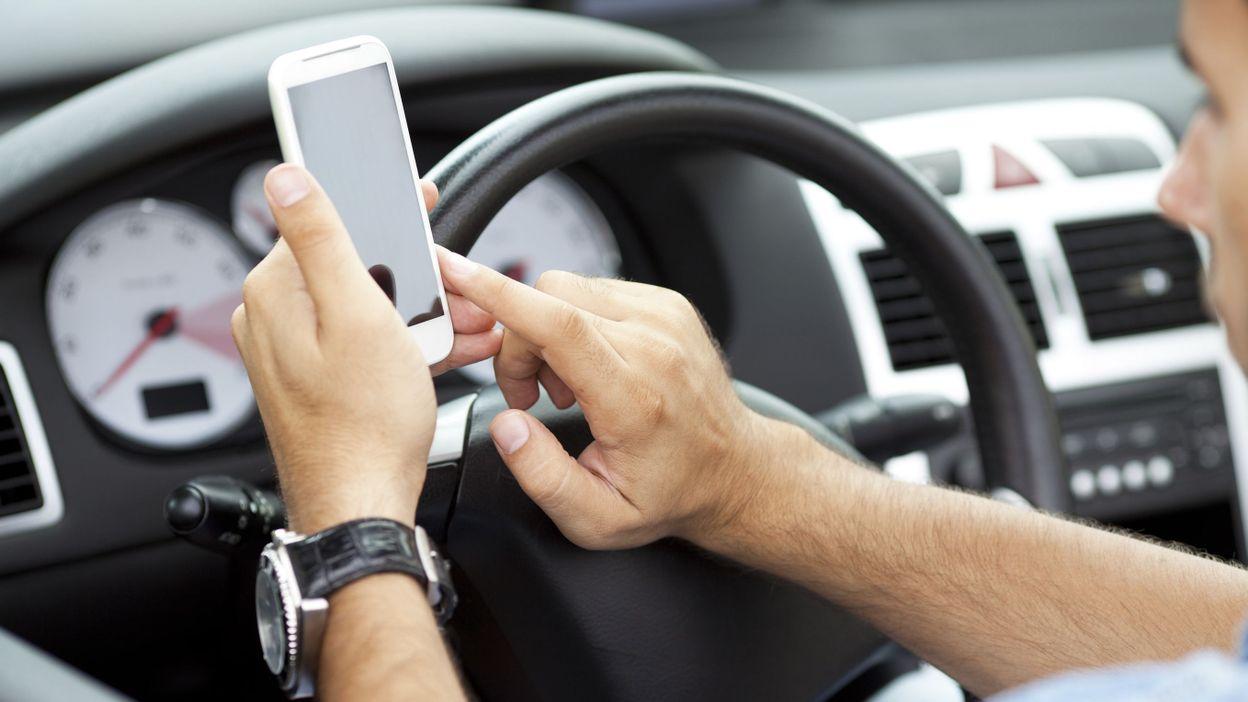 3 apps qui vous emp chent d 39 crire sur votre smartphone au volant. Black Bedroom Furniture Sets. Home Design Ideas