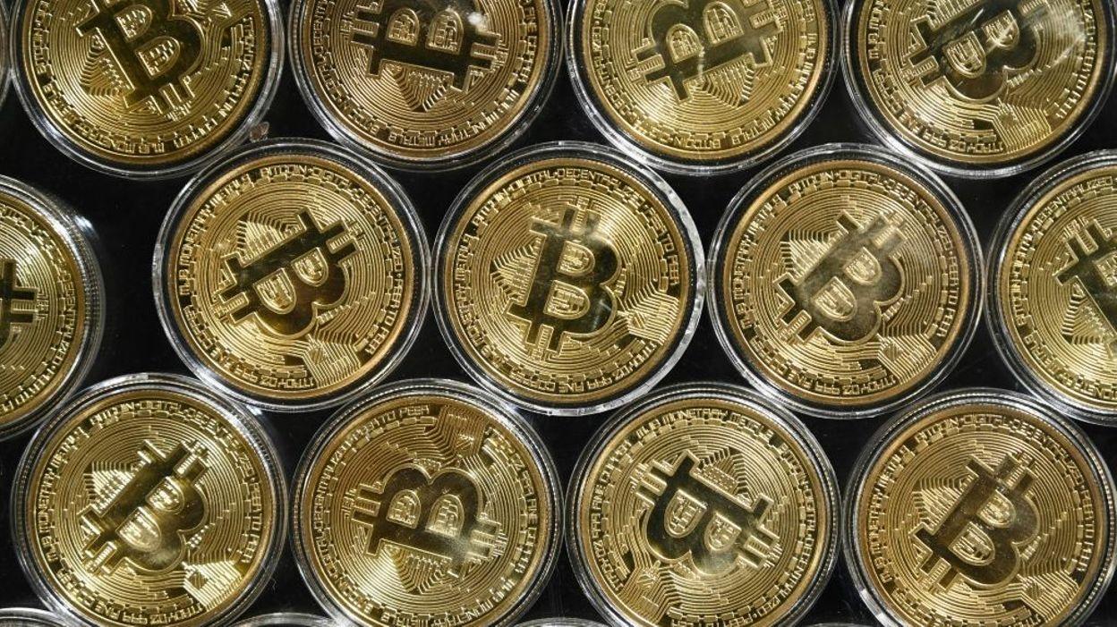 Flambée du bitcoin : l'ensemble du marché dépasserait les 1000 milliards de dollars - RTBF