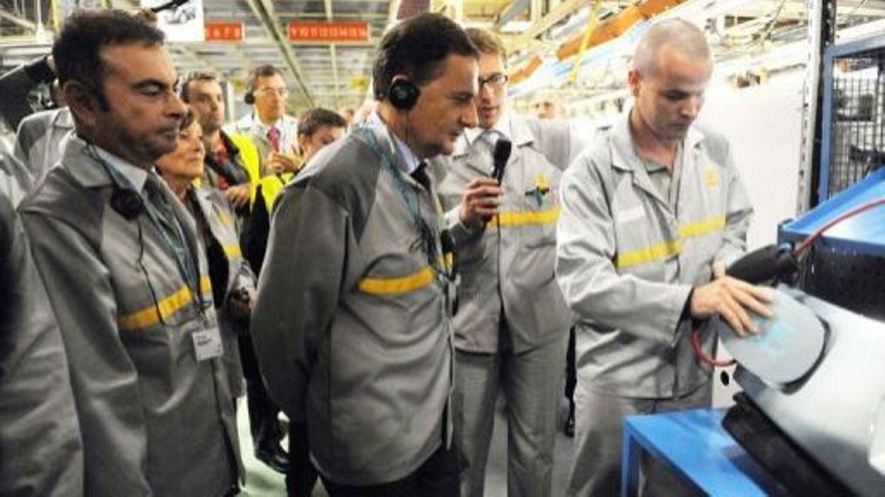 c722b144944bb4 Besson visite à Maubeuge les chaînes d'assemblage de la Kangoo électrique