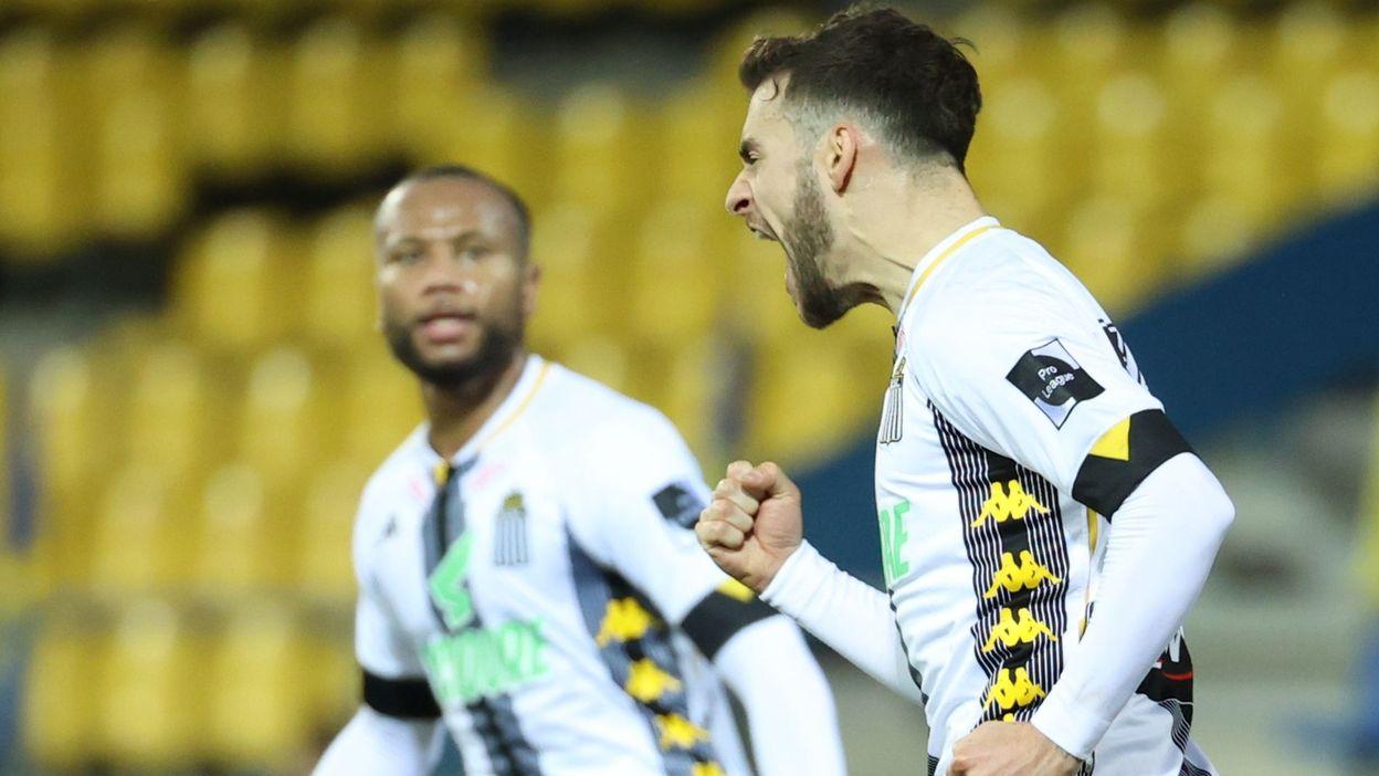 Sport Charleroi : Massimo Bruno inscrit un but sensationnel contre Waasland-Beveren - RTBF