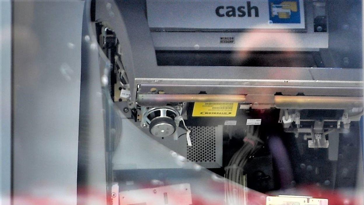 Attaques contre des distributeurs dans la région de Charleroi : prison ferme pour cinq prévenus