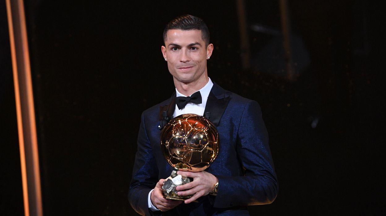 Cristiano Ronaldo remporte le Ballon d Or 2017 et égale les 5 trophées de  Messi 10ba14f662c