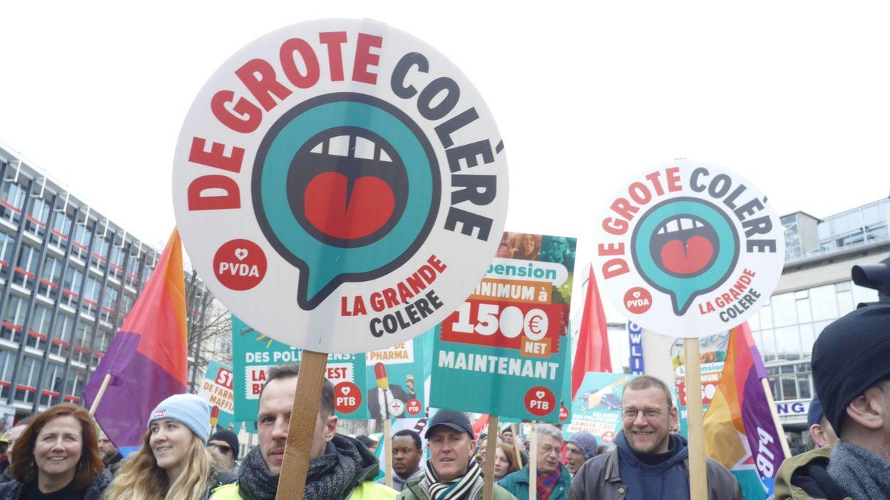 Sondage: le Vlaams Belang toujours en tête en Flandre, le PTB troisième parti en Wallonie