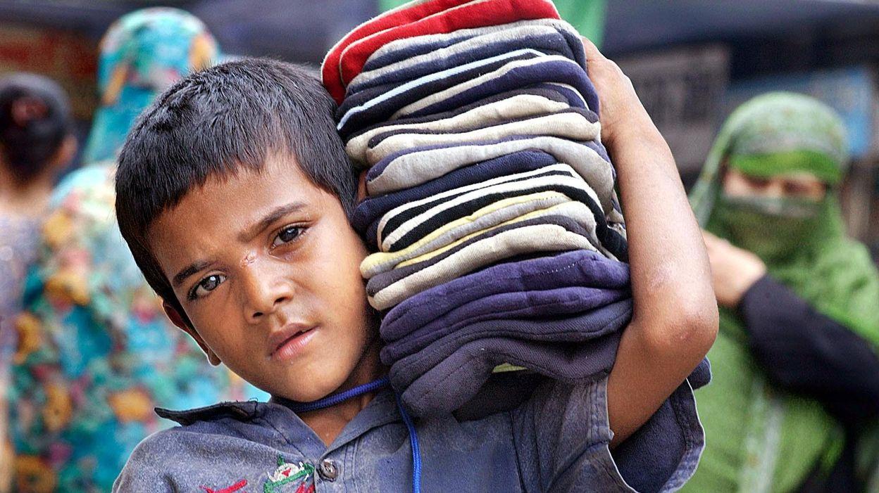 X One Hairstyle Dhaka: Au Bangladesh, Les Enfants Travaillent 64h/semaine Pour