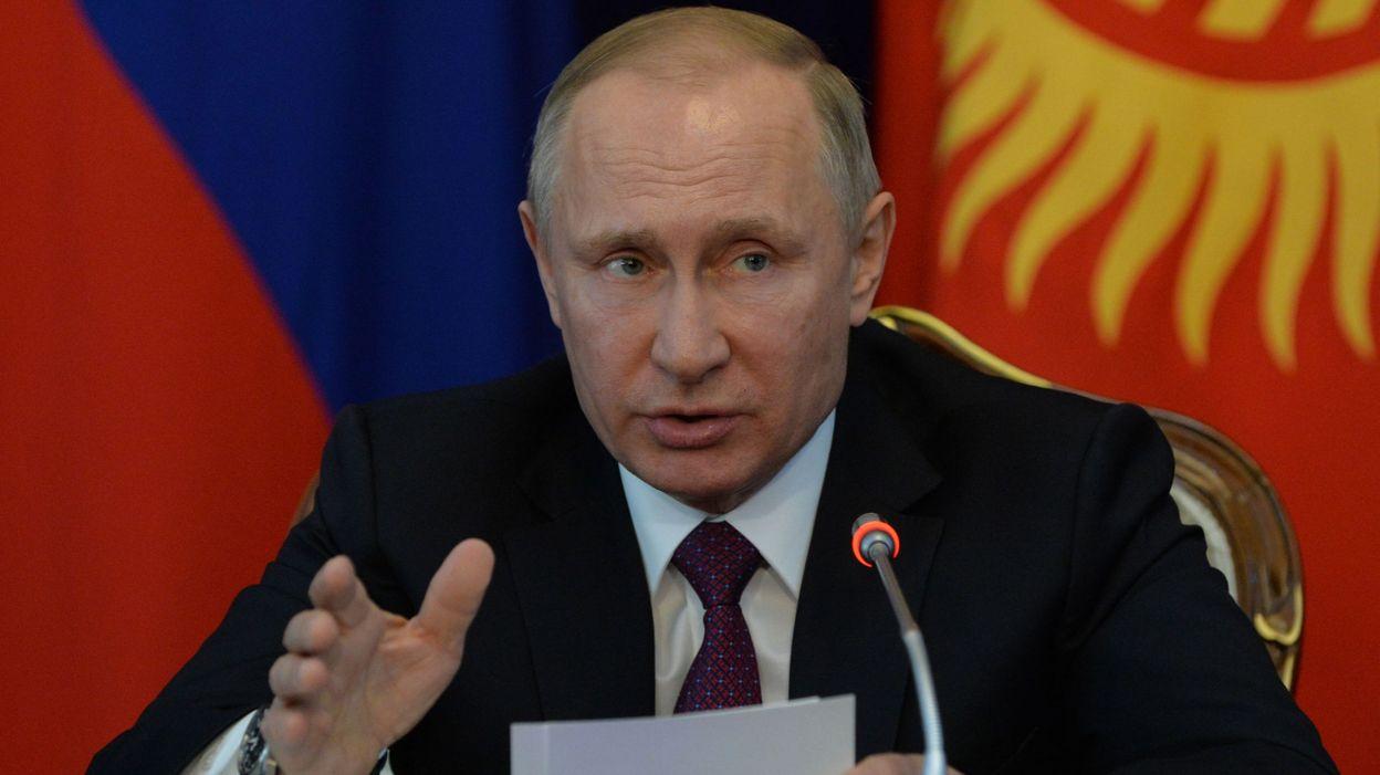 Poutine gracie une femme condamn e pour haute trahison for Haute trahison