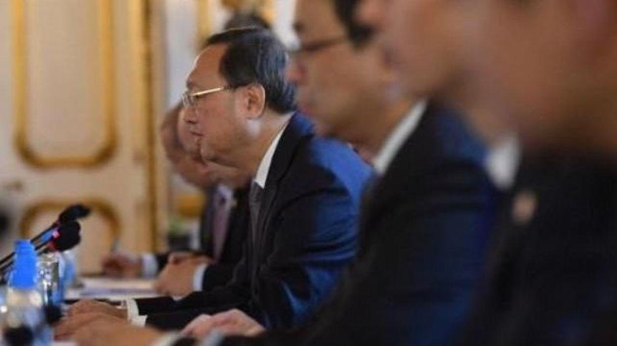 donald trump a bri vement rencontr le plus haut diplomate chinois. Black Bedroom Furniture Sets. Home Design Ideas