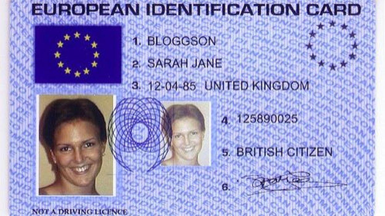 Carte D Identite Europeenne.La Carte D Identite Peut Etre Bientot Bleue Et Dotee Du