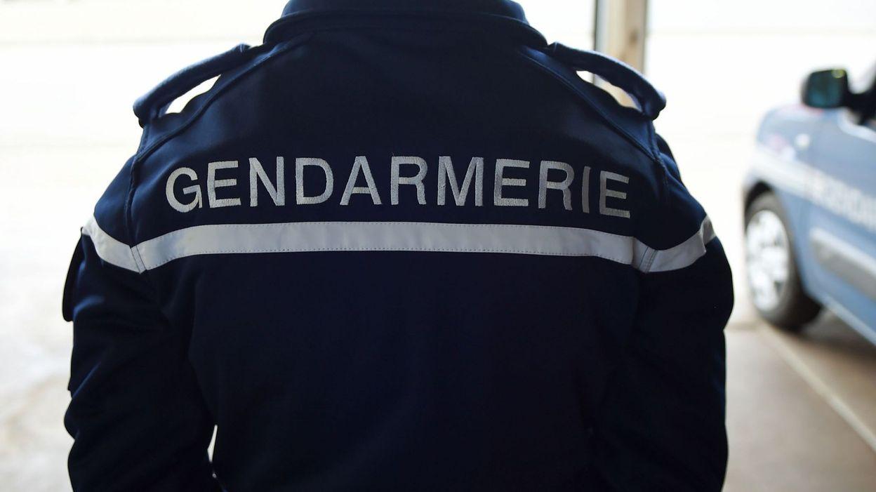 France une petite fille de 4 ans s 39 ennuie seule la for Avorter seule a la maison