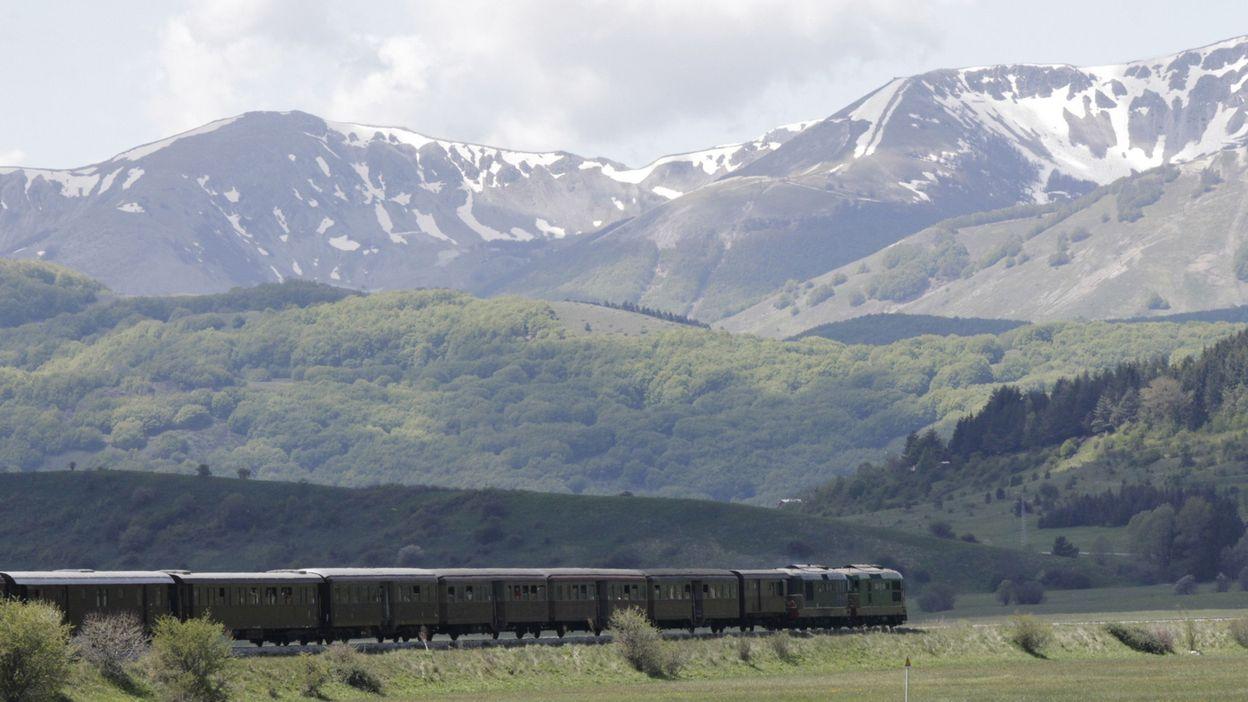 Acheter Une Maison En Italie Abruzzes italie: un vieux train restauré pour voyager dans le temps