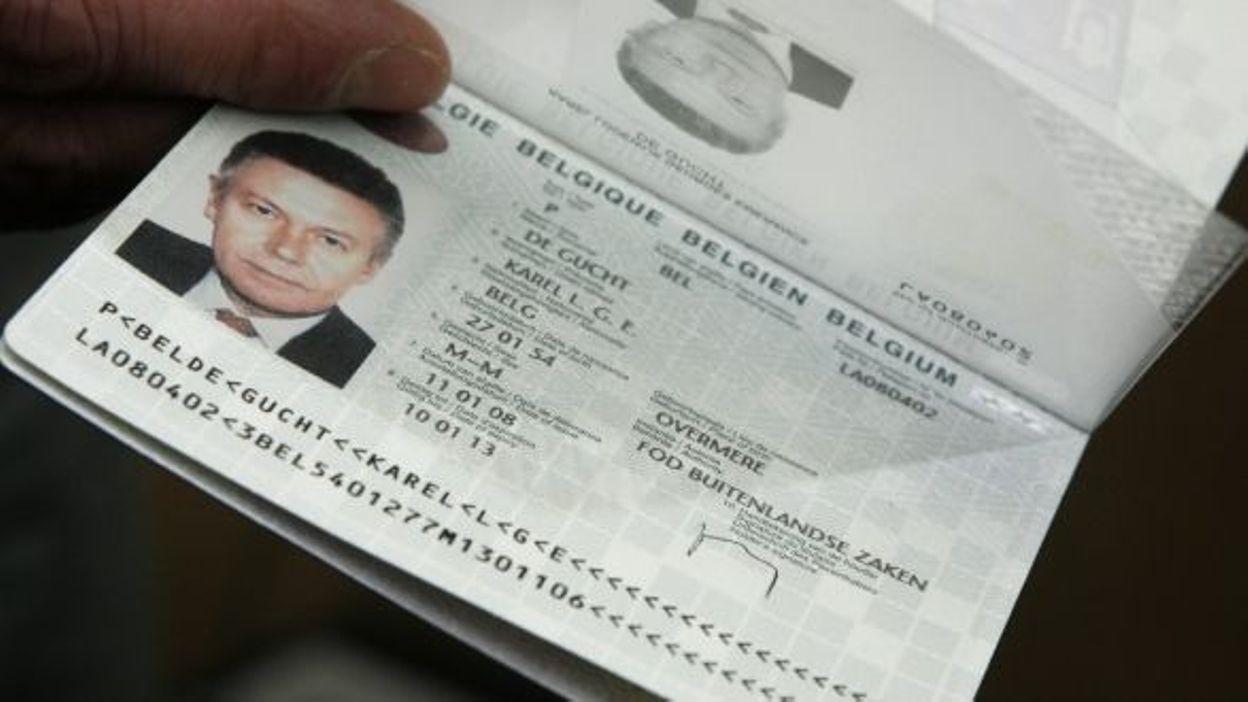 Un gros d faut dans les nouveaux passeports belges - A quoi ressemble une puce ...