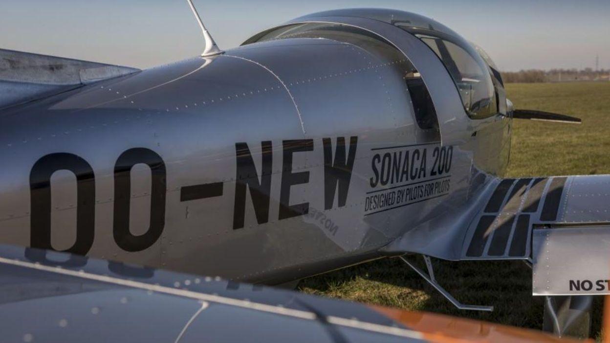 Un biplace de la Sonaca se crashe dans un champ près de Walcourt, le pilote est indemne