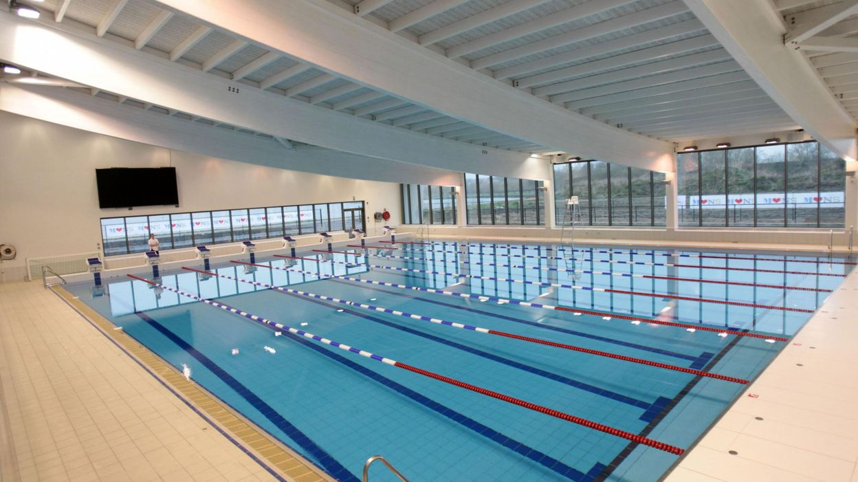 La piscine du grand large se met aussi l 39 heure de mons 2015 for Piscine virginie dedieu