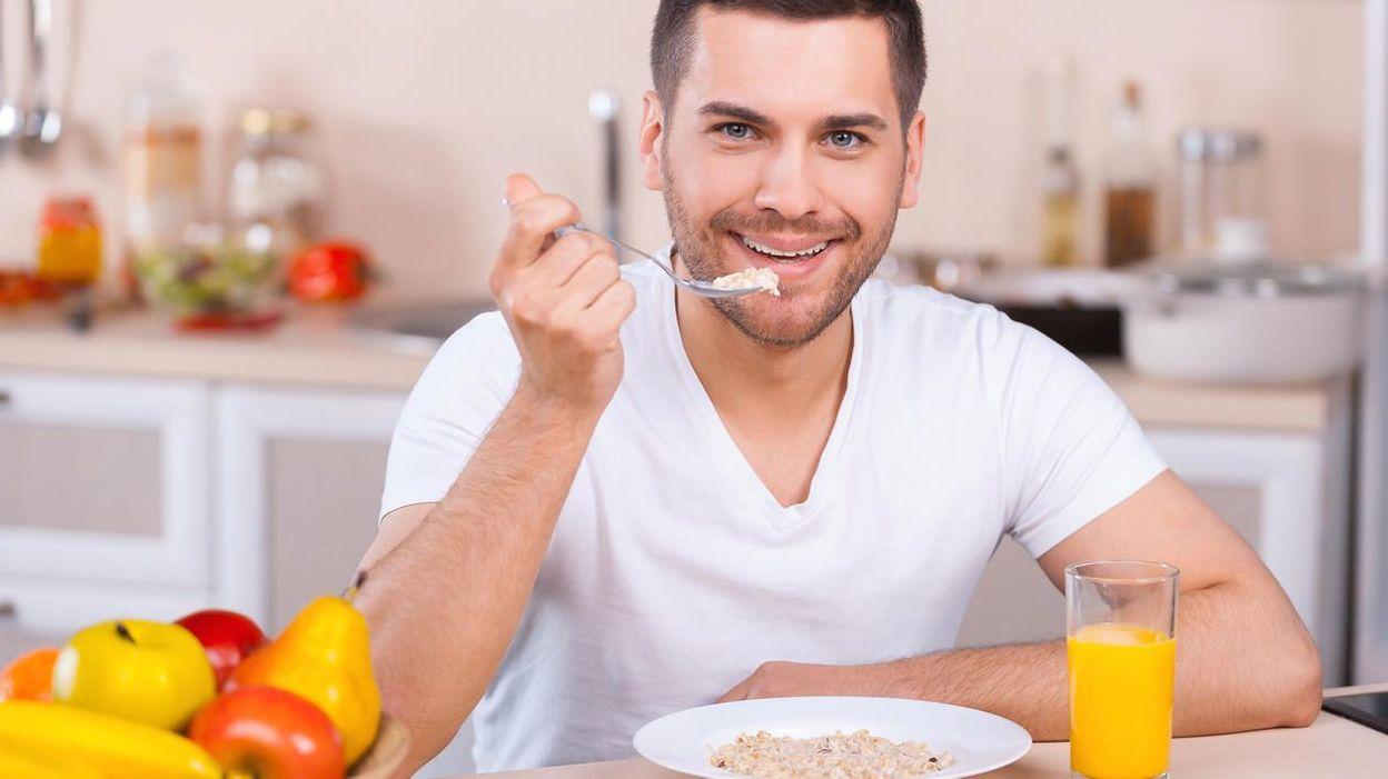 Картинка завтракающего человека