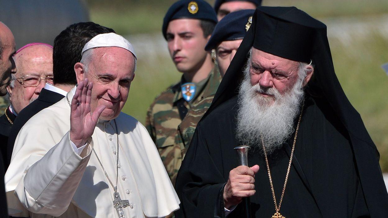 Le pape est reparti de lesbos en emmenant trois familles - Les beatitudes une secte aux portes du vatican ...