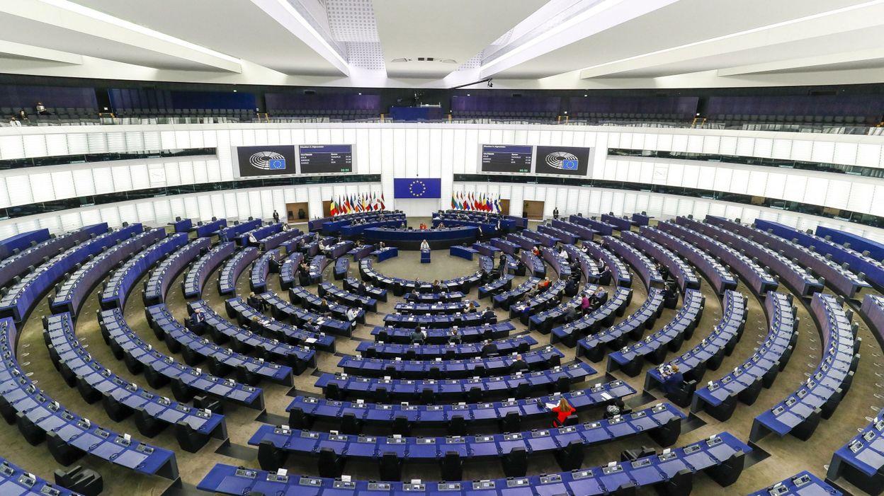 """Le Parlement européen valide la révision de la """"carte bleue"""" européenne, les critères d'accès assouplis"""