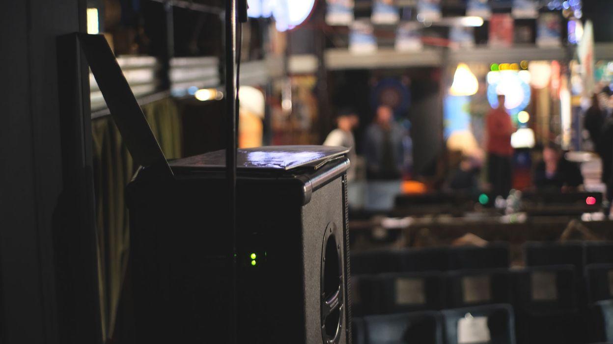 Fermeture de l'Horeca : obligés de payer les droits d'auteur pour la musique, les restaurateurs lancent une action en justice - RTBF