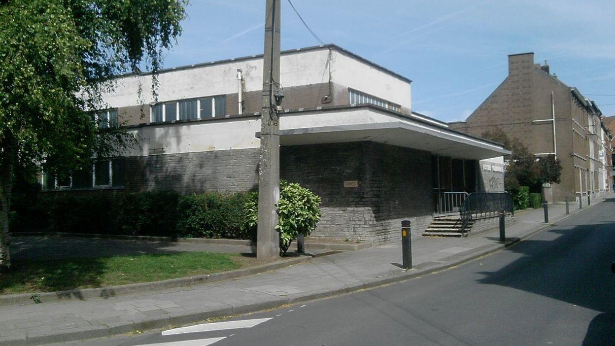 L 39 ancienne piscine de braine le comte sera bient t d molie for Construction piscine fontenay le comte