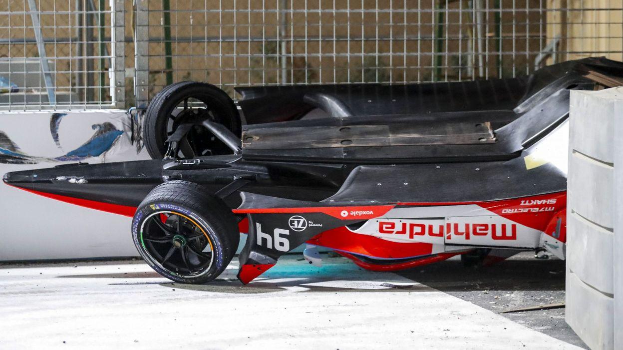 Sport Formule E : Alex Lynn sort indemne d'un crash très impressionnant à Diriyah - RTBF