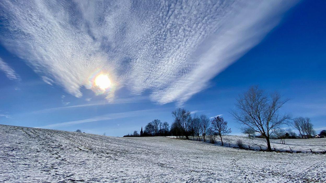 Malgré le froid et la neige, l'hiver 2021 a finalement été plus chaud, plus humide et plus ensoleillé - RTBF