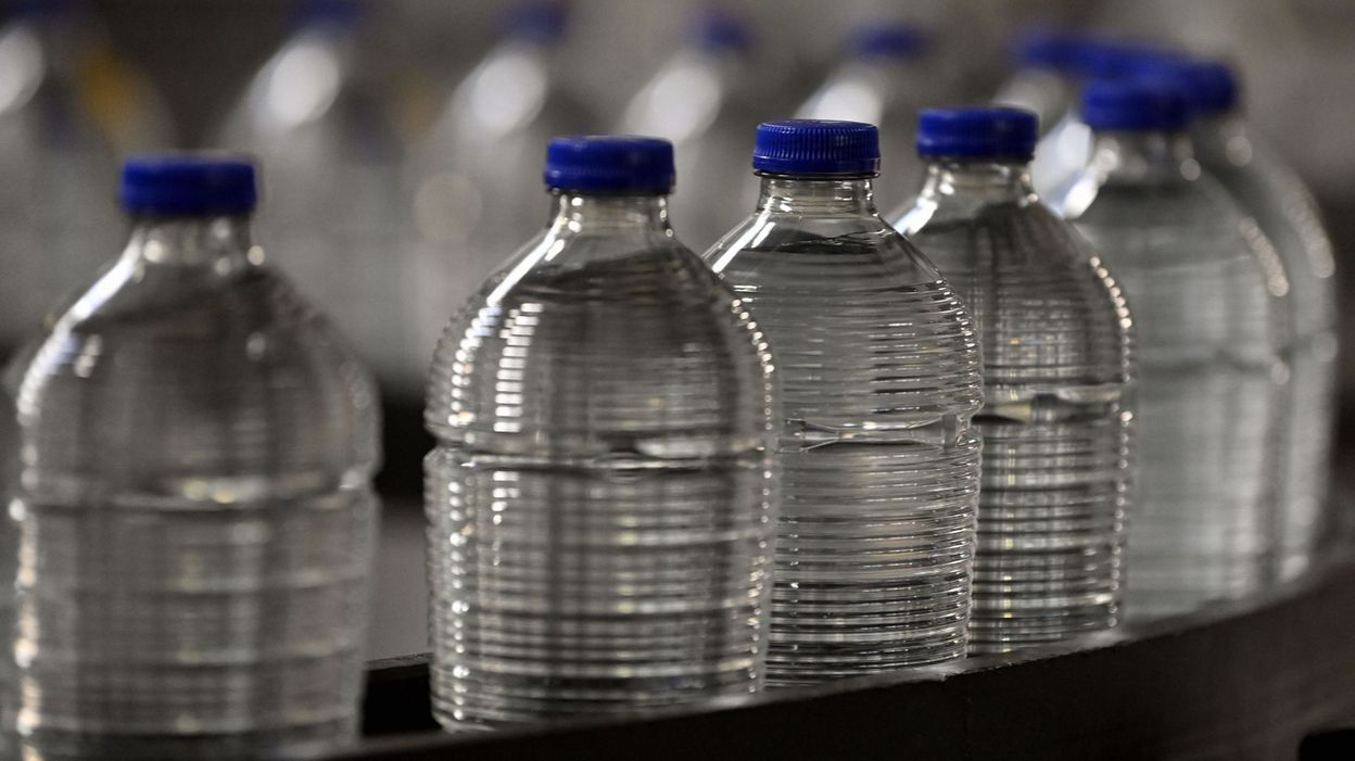 Les bouteilles d'eau Chaudfontaine changent de look