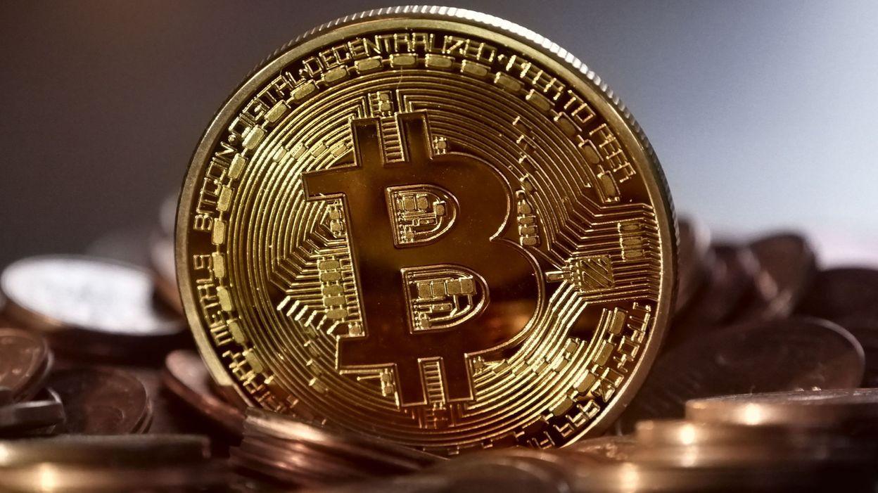 ECONOMIE Le bitcoin dépasse pour la première fois la barre des 60.000 dollars - RTBF
