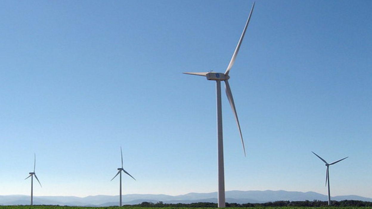 Quatre éoliennes près de a sucrerie de Fontenoy (Antoing)