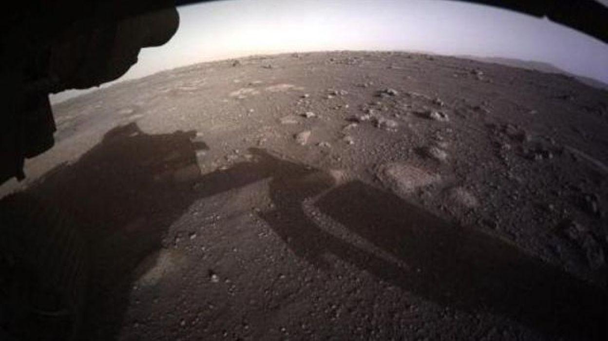 Le mini-hélicopètre Ingenuity s'est signalé pour la première fois depuis Mars - RTBF