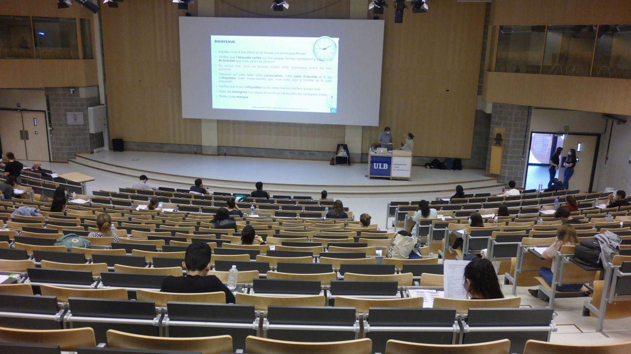 14h58 Étudiantes enceintes et jeunes parents obtiennent un statut spécifique à l'ULB - RTBF