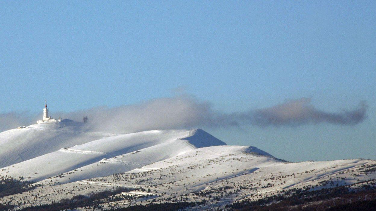 Tour de la Provence : il neige sur le Mont Ventoux, l'étape disputée malgré les chutes de neige - RTBF