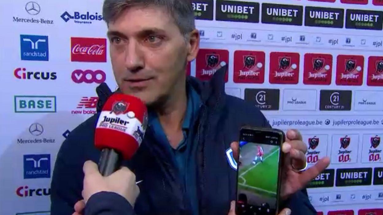 """Mazzu, mécontent contre le VAR, sort son téléphone : """"On le voit, le ballon est dehors"""""""