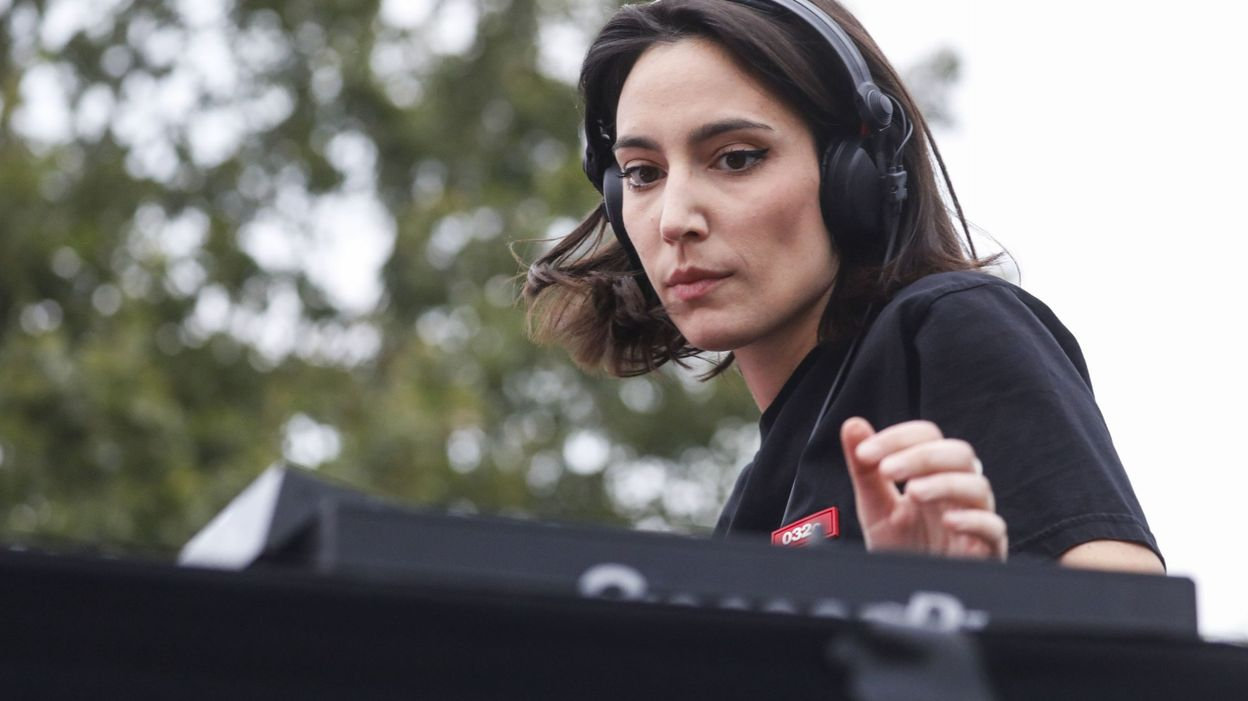 Резултат с изображение за Quelque 3.000 privilégiés au DJ set d'Amelie Lens au pied de l'Atomium à Bruxelles