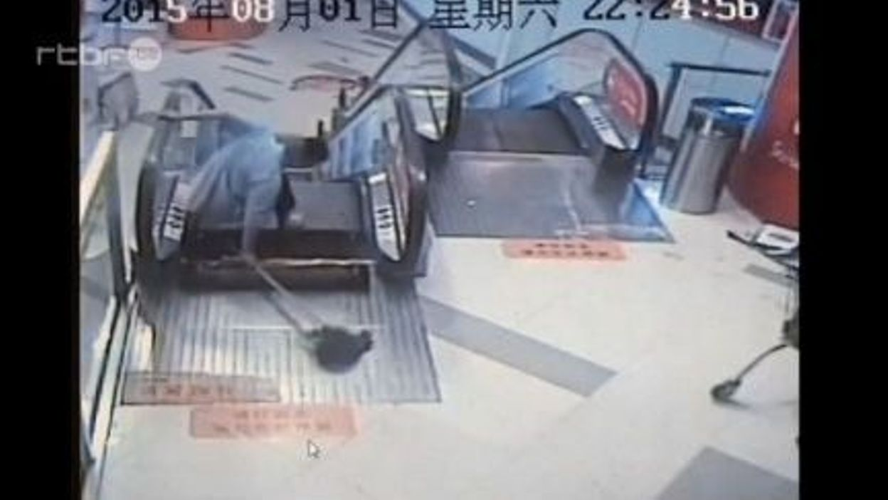 nouvel accident d 39 escalator en chine un homme y laisse. Black Bedroom Furniture Sets. Home Design Ideas