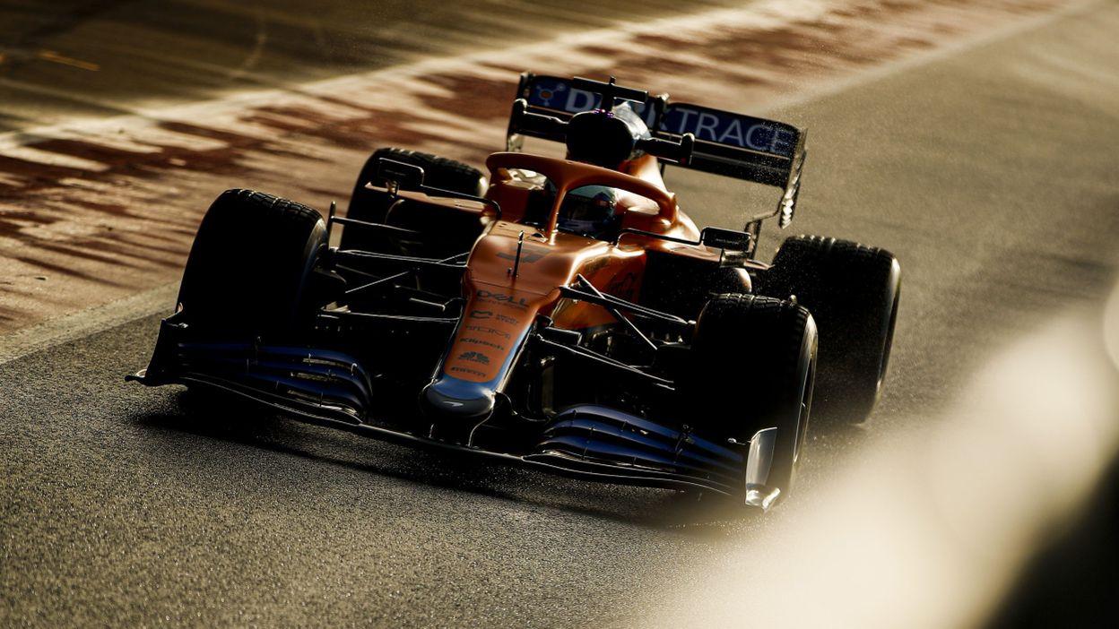 11h57 La McLaren MCL35M de Daniel Ricciardo, première Formule 1 à monter en piste en 2021 - RTBF