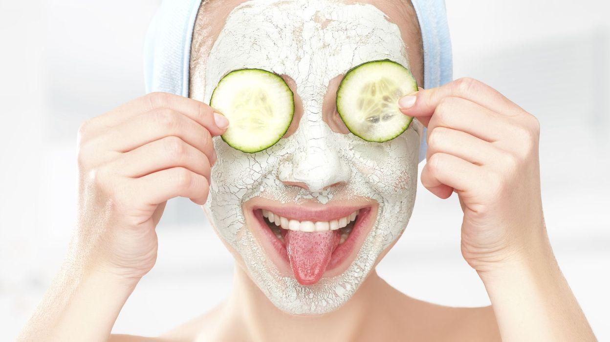 4 masques naturels pour une peau clatante - Masque visage a mettre au frigo ...