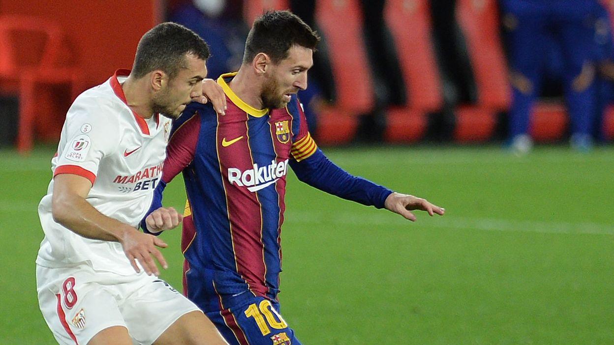 11h01 Liga : L'anti-jeu grossier d'un médian de Séville pour arrêter Lionel Messi - RTBF