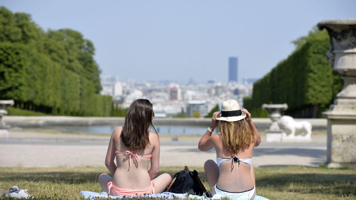 ReimsAnalyse La Sur Agressée Toile Bikini D'un En Emballement Femme À 7gfyb6