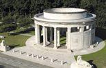 Ce temple circulaire et les cimetières militaires du Commonwealth à proximité rendent hommage aux soldats morts dans la région de Comines pendant la première guerre mondiale.