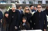 Dernière image du clan uni lors de l'hommage populaire au chanteur en décembre dernier.