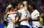 Les Françaises savourent leur victoire.