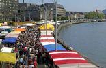 La Batte est le plus grand et le plus ancien marché de Belgique. Tous les dimanches, le cœur de la Cité Ardente bat au rythme de cette véritable institution.