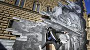 À Florence, le street-artiste JR éventre la façade Renaissance du Palais Strozzi