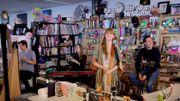 Florence + The Machine offre un beau live dans un 'petit bureau'